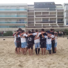 magic-freezgo_finale-beach-2016_huddle